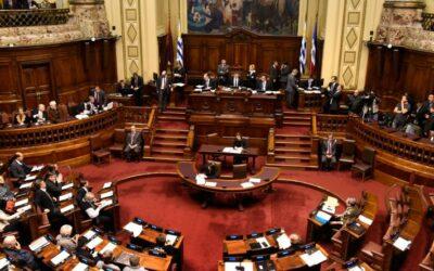 [EN] Preocupación internacional por Ley de Uruguay que autoriza bloqueo y bajada de contenidos audiovisuales sin orden judicial
